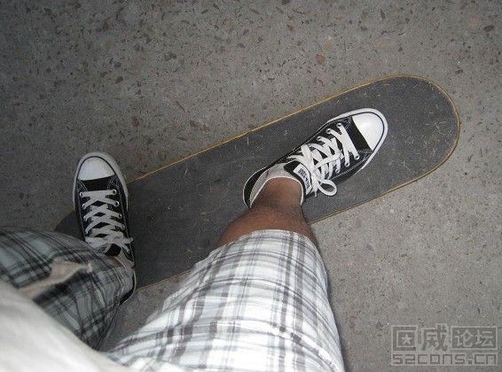 我用黑色经典踩 滑板 这个 开胶是肯定的